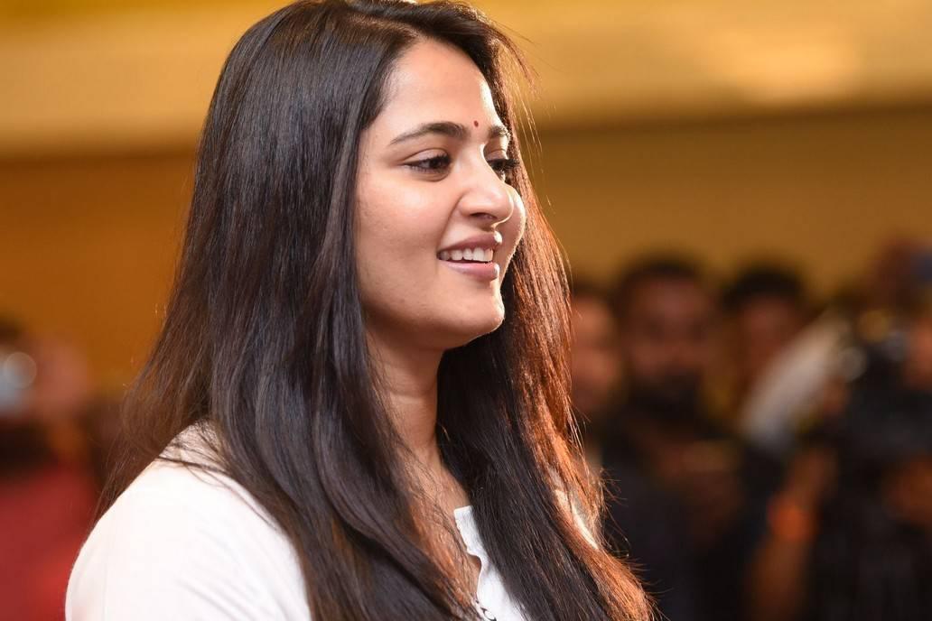 Anushka Shetty Long Hair Stills At Baahubali 2 Press Meet
