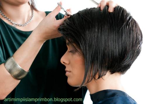 22 Arti Mimpi Potong Rambut Menurut Islam dan Primbon Jawa - Arti ... cdae9df01d