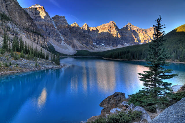 Valley of the Ten Peaks, Moraine Lake, Alberta - Canada