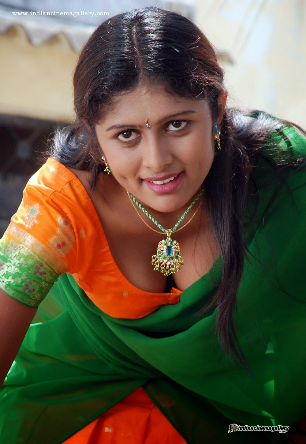 Vinutha Lal sexy South Indian actress Height, Weight, Age, Body Measurement, Wedding, Bra Size, Husband, DOB, instagram, facebook, twitter, wiki