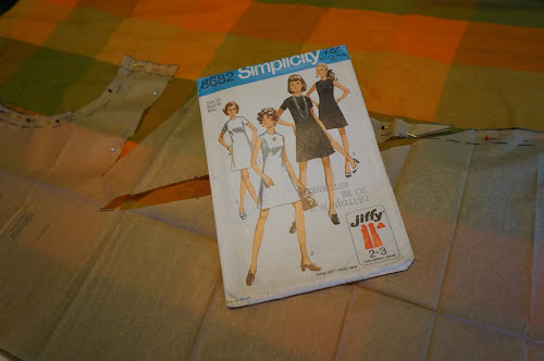 Simplicity 8682 - 1970 - A-line sleeveless dress 1970s 70s mod twiggy annees 70 retro vintage