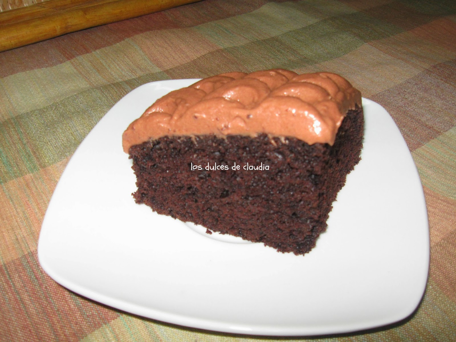 Bizcocho de chocolate con crema agria