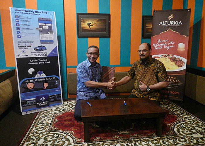 Al Turkia Family Resto, Sensasi Kuliner Timur Tengah di Gumi Seribu Masjid Bersama Lombok Taksi