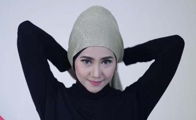 Wanita Baca Ini!! Hati-Hati Saat Pakai Hijab Namun Rambut Masih Basah, Risikonya Berbahaya.. Tolong Sebarkan!