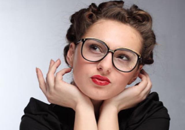 5 Tips Makeup untuk Kamu yang Berkacamata  3f4aa79e4e
