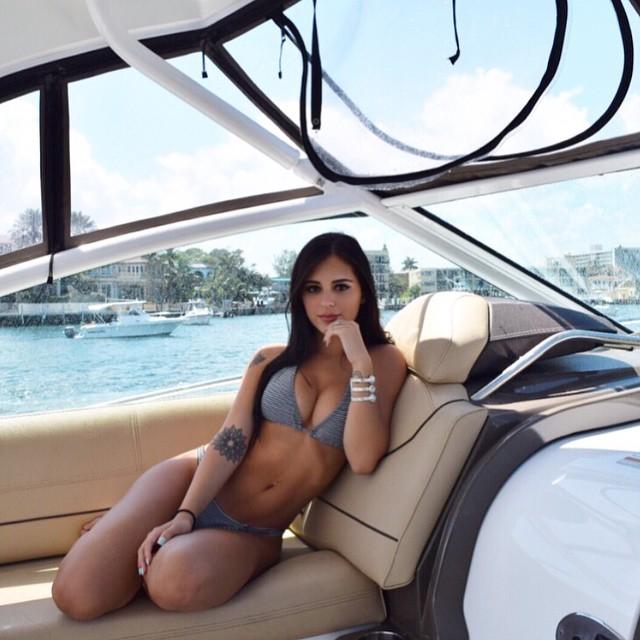 A Daniela deseja a todos um bom fim de semana