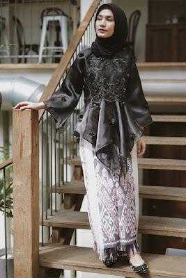 dwi handayani syah putri menikah hijab hitam dan manis