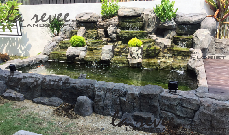Professional koi pond and landscape contractor specialist for Koi pond rocks