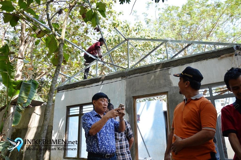 Ambruk, Rumah Warga Tamanwinangun Diperbaiki Dermawan
