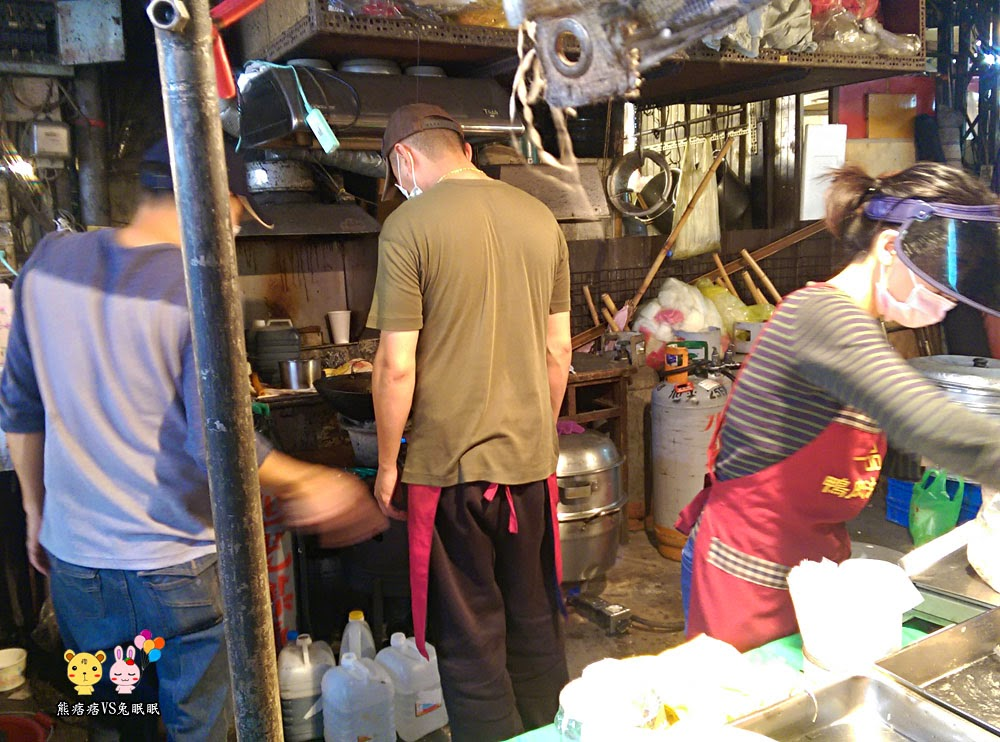 台中水崛頭黃昏市場│常常有排隊人潮的彰化一品油飯