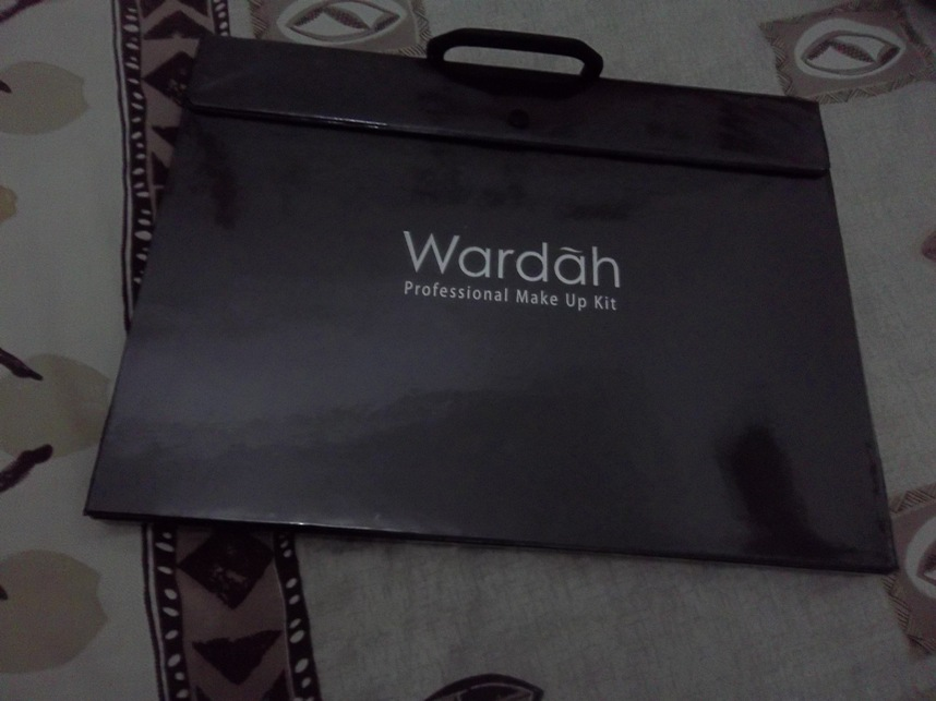 Review Wardah Professional Makeup Kit Saubhaya Makeup