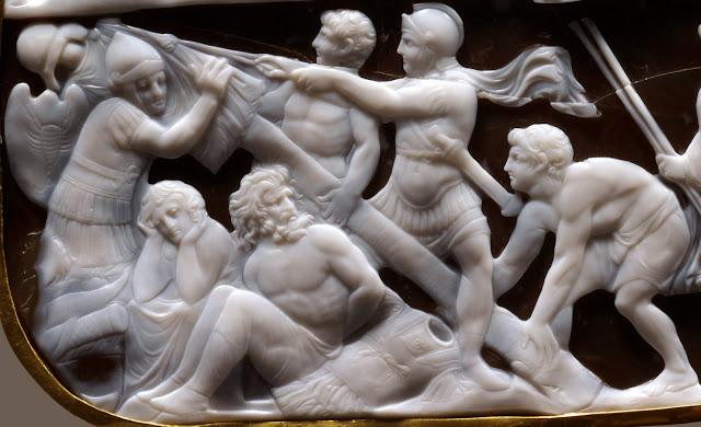 La figura femenina de espaldas que porta dos jabalinas podría ser la diosa  Diana c1aad0bff1d