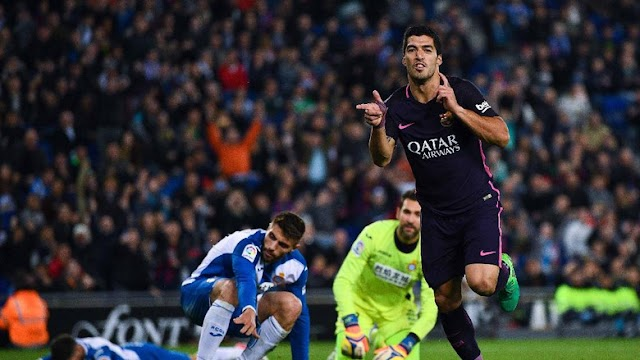 Suarez Dua Gol, Barcelona Atasi Espanyol 3-0.