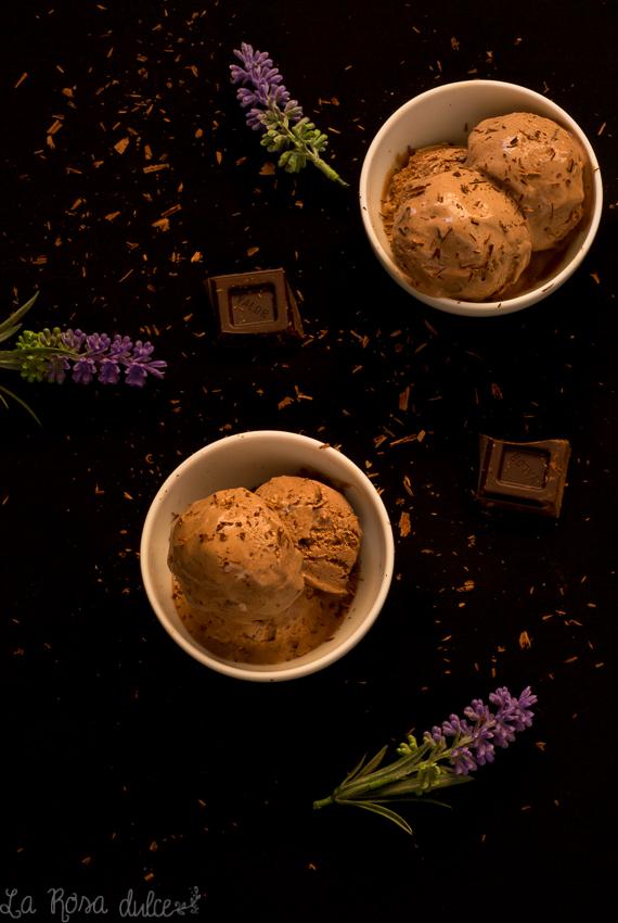Helado de chocolate cremoso sin lactosa