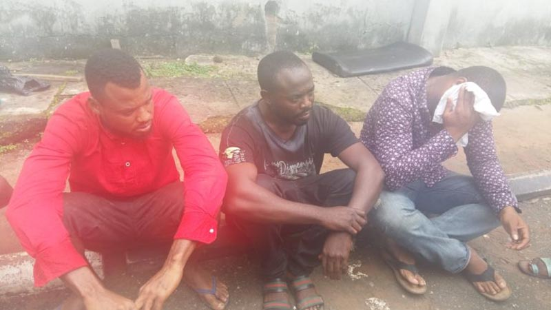Everybody arrested as Yahoo boy drags his fellow fraudsters to police