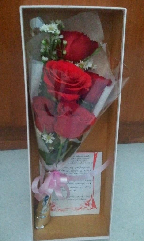 TOKO BUNGA CIKINIFLORIST - JAKARTA  Cinta Mawar Merah Membara 4b8a5d417e