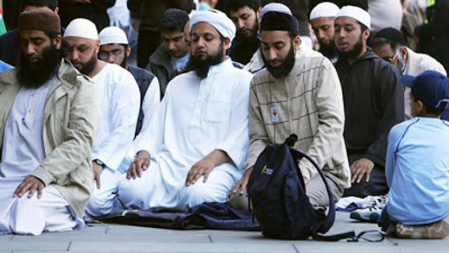 Saat Banyak Orang Kecewa Pada Agamanya dan Berbondong-bondong Jadi Mualaf!