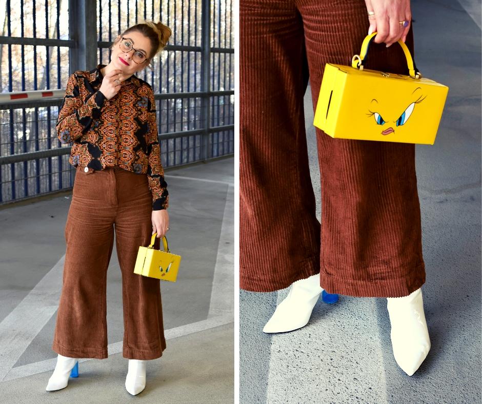 Outfit mit Cordhose in Hellbraun. Gelbe Handtasche und weißen Stiefelen