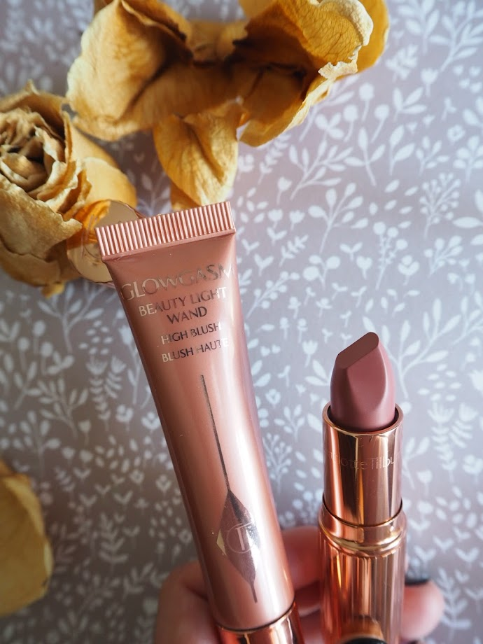 photo-maituins-charlotte-tilbury--pillow-talk-matte-nude-labios-lipstick-01