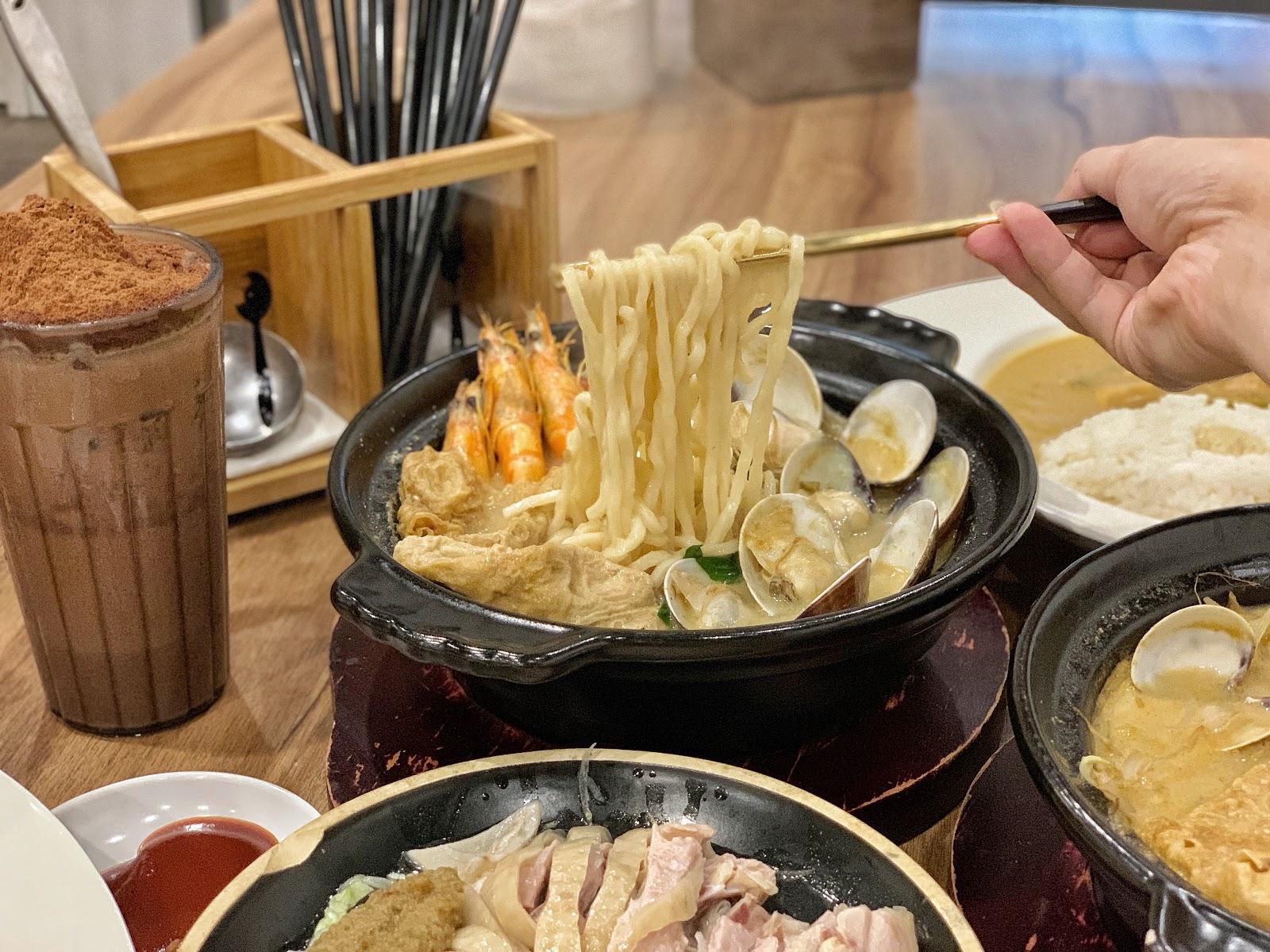 台南東區美食【寶貝老闆新加坡叻沙麵 東寧店】巨無霸蛤蜊叻沙麵