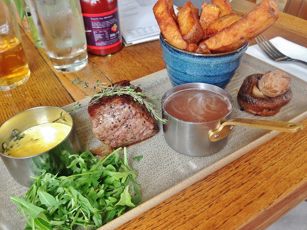 7oz fillet steak at the pub