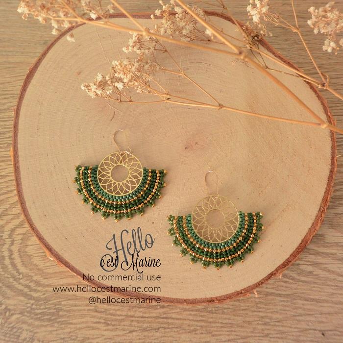 Boucles d'oreilles mandalas dorées et vertes tissées en perles Miyuki delicas par Hello c'est Marine