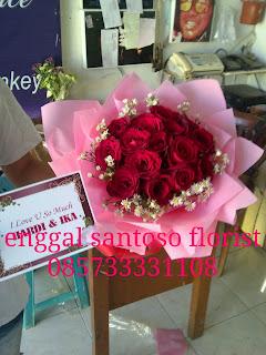 rangkaian bunga tangan mawar bulat sederhana
