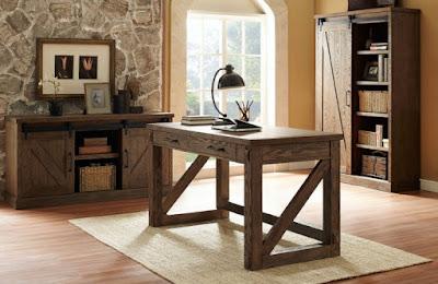 escritório rústico sóbrio com móveis em madeira estilo fazenda