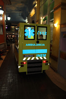 a andar de ambulância do INEM na Kidzania