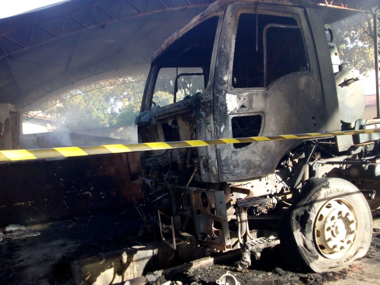 As últimas seis ocorrências criminosas de sábado (19) para este domingo (2)  foram ataques a um caminhão (foto de Internet) a53ccbb0ca7ac