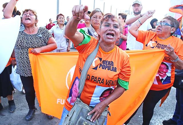 Fujimoristas agreden a fiscal José Domingo Pérez