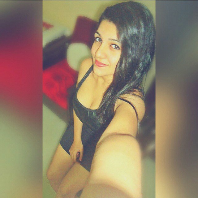 gorgeous-indian-instagram-girl-selfie