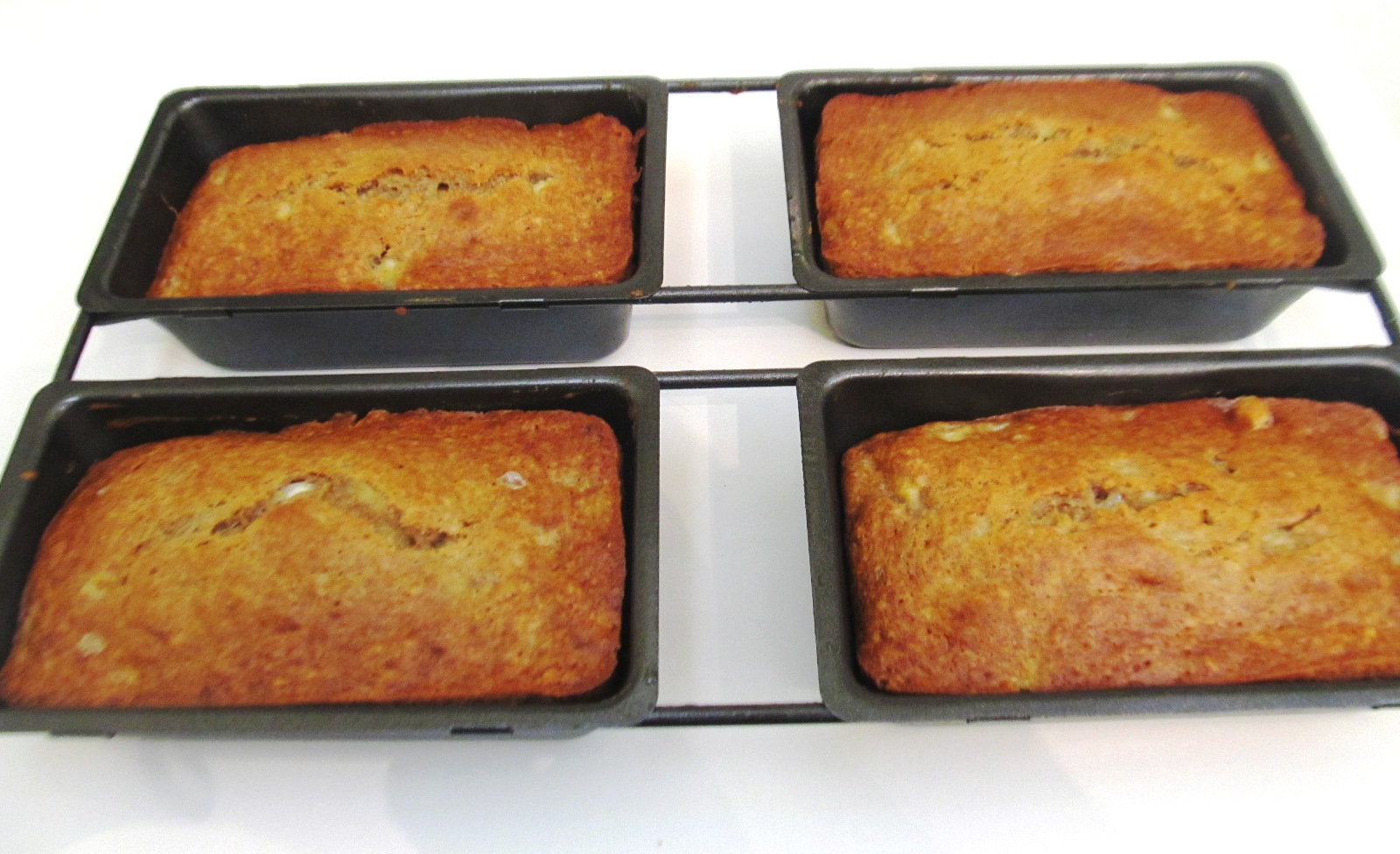 Food and thrift palacsinta crepesd a big flop another amazing thrift findis awesome mini cake pan with 4 compartments to make the same banana bread recipe that you would make in one loaf pan forumfinder Choice Image
