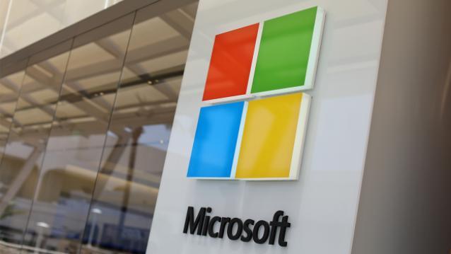أعلنت شركة مايكروسوفت في 11 يوليو عن مبادرة لجلب الإنترنت عالية السرعة للملايين من الأميركيين في المناطق الريفية من خلال موجات الأثير التلفزيونية غير المستخدمة في رهان طويل الأجل للنماء بالمستخدم.  واقترحت شركة ريدموند استخدام تكنولوجيا Spectrum عو التي تكون عادة محفوظة لمحطات التلفزيون ذات بث أنترنت عالي السرعة إلى مواقع الولايات المتحدة المحرومة. للبدء، سوف تلتزم ميكروسوفت بجهود مدتها خمس سنوات لتحقيق التوصيلية عريضة النطاق إلى مليوني أمريكي من سكان المناطق الريفية المحرومين.