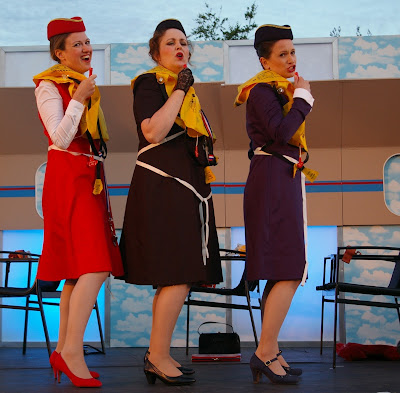 The Judgment of Paris - Aoife Sullivan, Catherine Backhouse, Barbara Cole Walton - Photo Bampton Classical Opera