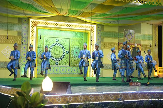 Salah satu grup nasyid di Asahan menunjukkan kemampuan mereka.