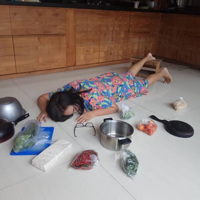 7 Aksi 'Falling Stars Challenge' Ala Emak-emak Berdaster Ini Konyol Abis