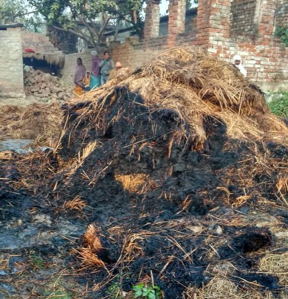 खलिहान मे रखे 80 मन धान के पुंज मे लगी आग, भारी नुकसान