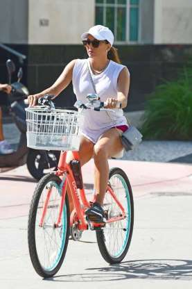 Em duas rodas: estrelas que apreciam passear de bicicleta
