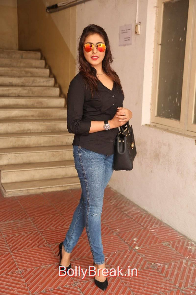Madhu Shalini images, Madhu Shalini Pics in Tight Blue Jeans & Black Top