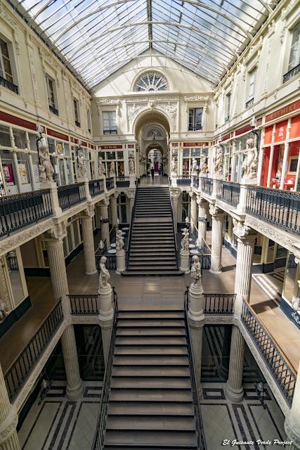 Pasaje Pommeraye, escalera central - Nantes, Francia por El Guisante Verde Project