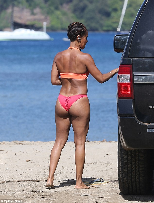 Jada Pinkett's bikini bod is the TRUTH (Photos)   This Is Miss Petite Nigeria Blog