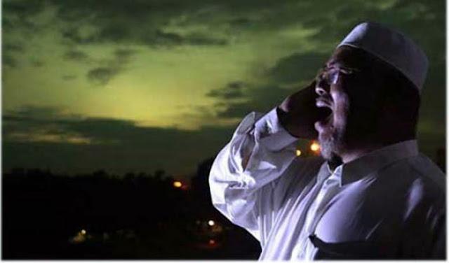 Warga Ramai-Ramai Ke Masjid Karena Pria Ini Adzan Jam 10 Malam, Ternyata…