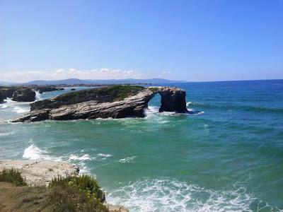 Playa de las Catedrales con pleamar, Lugo