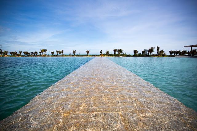 Hồ bơi vô cực 2000 m2 tại Reort Oceanami Long Hải