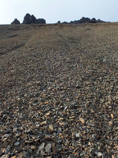 montañas de piedra en Islandia