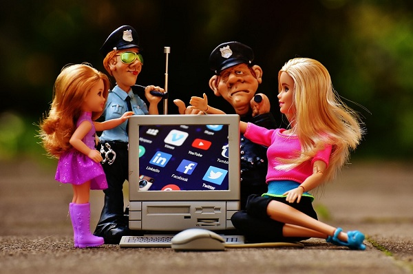 Pengaruh Buruk Media Sosial Bagi Kehidupan Sosial