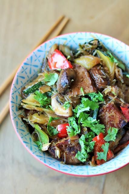 Wokgemüse mit knusprigem Seitan und Glasnudeln