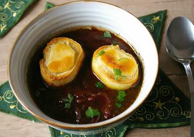 zupa cebulowa z czerwonym winem