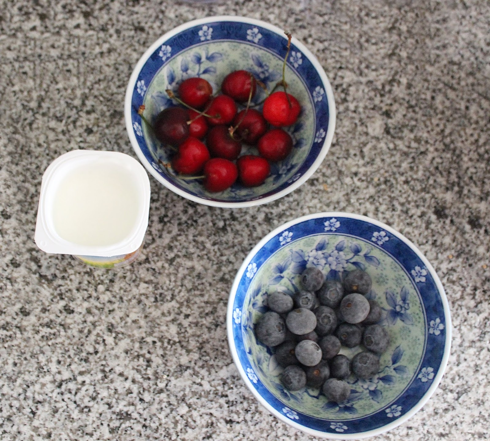 3-smoothies-para-este-verano-smoothie-cerezas-arándanos
